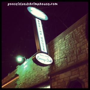 goose-island-shrimp-house-sign-night